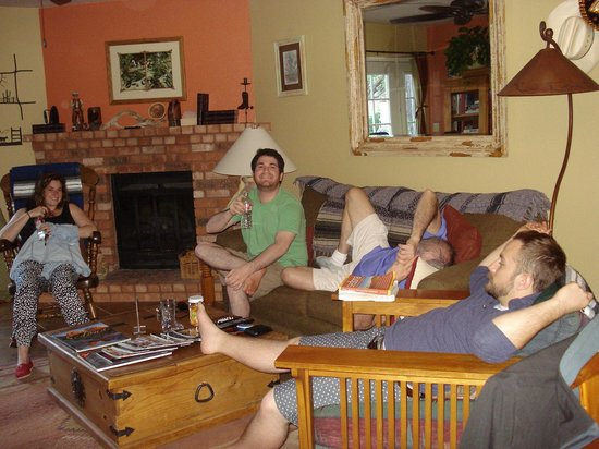 Cozy Cactus Bed and Breakfast: great gathering room - we got comfy~