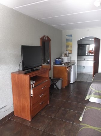 Super 8 South Padre Island: Our room 128 on may 6th 2014.