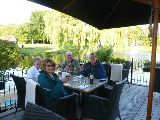 L' Hirondelle : Dining on the deck on a beautiful Spring evening