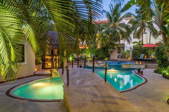 Hotel Riviera del Sol: Zona Alberca de noche