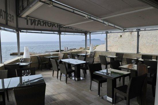Hotel Plage St Jean : restaurant sur la mer