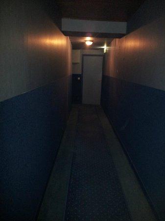 Grand Hotel de France : couloir austère