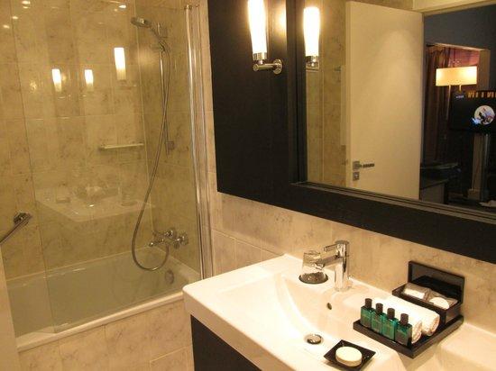 Sofitel Strasbourg Grande Ile : La salle de bain