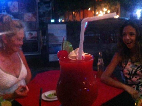 Atlichnaya Bar: Family Enjoying Cocktails!