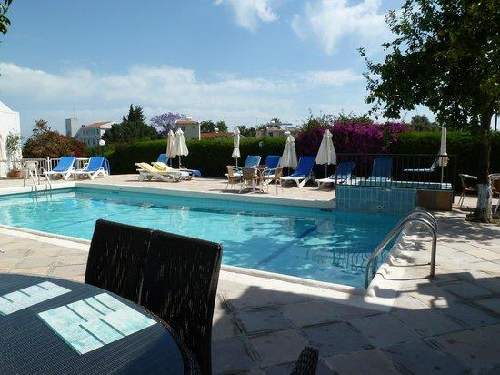 Bougainvillea Hotel Apartments: Swimming Pool