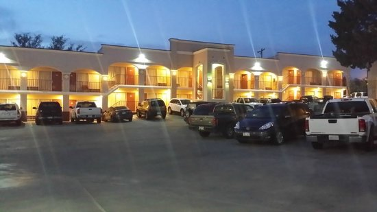 Advantage Inn & Suites