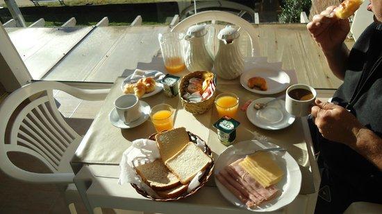 Carilo Soleil: desayuno en el balcón