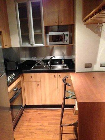 Travel Place Apartments: Mini cozinha