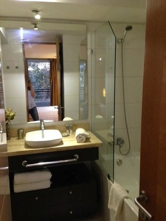Travel Place Apartments: interior banheiro
