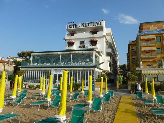 Hotel Nettuno : vista dalla spiaggia
