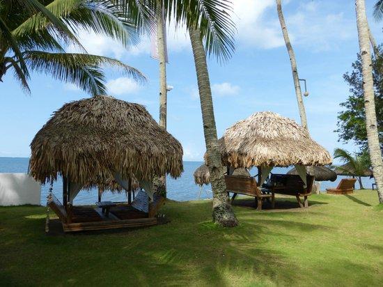 Elysia Beach Resort: Loungen op het strand