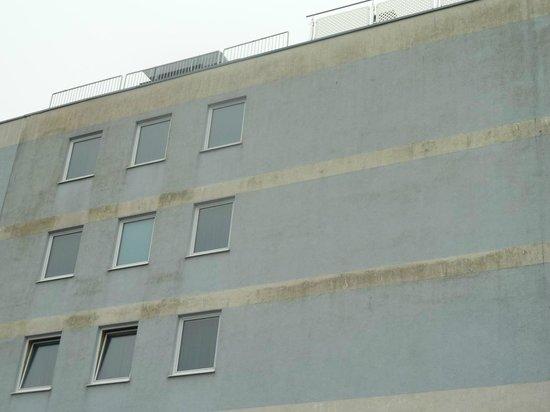 Hotel Novapark: Dreckige Wand vom Hotel