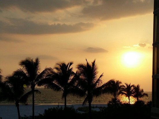 Pink Shell Beach Resort & Marina : Sunset