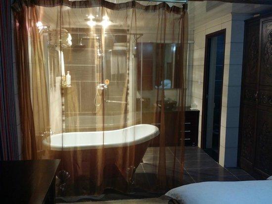 Jishasha Yiliu Hostel : Showeroom