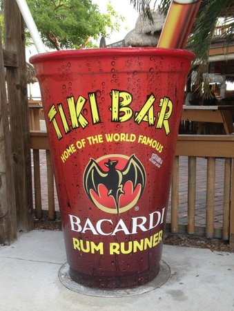 Postcard Inn Beach Resort & Marina: Tiki Bar