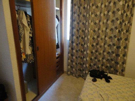 Torre Levante Apartments: wardrobe