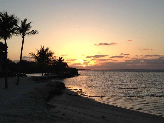 Postcard Inn Beach Resort & Marina: Sunrise from the Beach