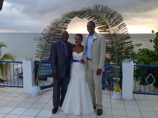 Negril Tree House Resort : Henry (Me) with the Bride and Groom