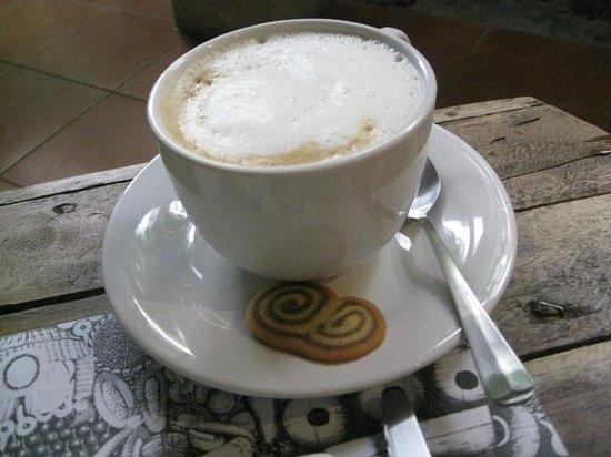 Ochenta y Tres 83: Excellent cappuccino.