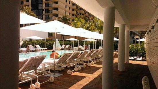COMO Metropolitan Miami Beach: Pool view from the bar
