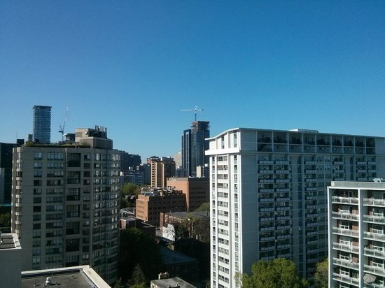 Courtyard by Marriott Toronto Downtown : A view of the area.