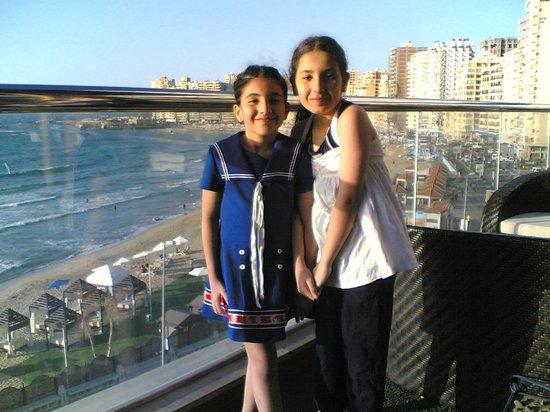 Hilton Alexandria Corniche : My daughters enjoying in the swimming pool