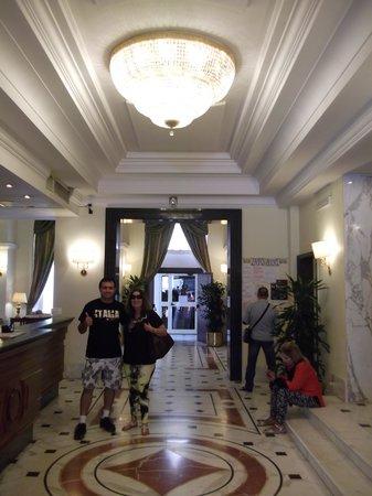 Hotel Archimede : recepção agradável, estilo clássico.