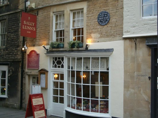 Parade Park Town House Bed & Breakfast: Sally Lunn's is 2 minute walk