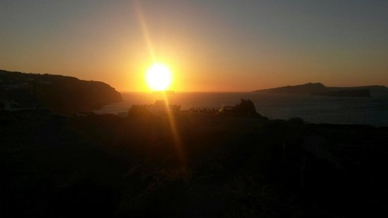 Perissa Bay: Sunset in Santorini