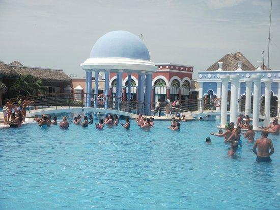 Iberostar Varadero: Relax in the spacious leisure pool