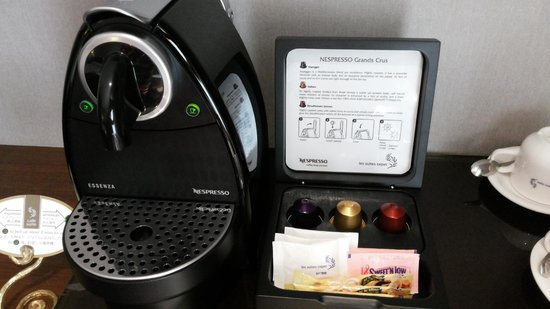 Les Suites Taipei Ching-cheng : Nespresso in the room, with 2 capsules replaced daily