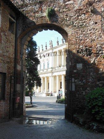 Palazzo Chiericati visto dal cortile del Teatro Olimpico