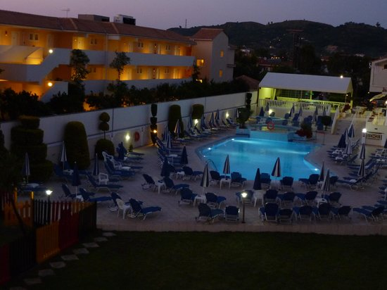 Roseland Hotel: Early morning view of the pool from 315 balcony