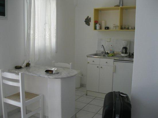Moschoula Studios & Apartments: espace cuisine (studio 1er étage)