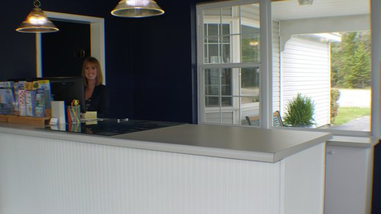 Clearwater Lakeshore Motel: Front Desk