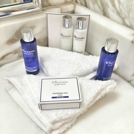 Celtic Manor Resort: Complimentary toilers by Elemis