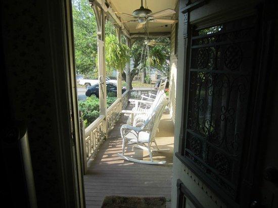 Roussell's Garden : parlour room verandah