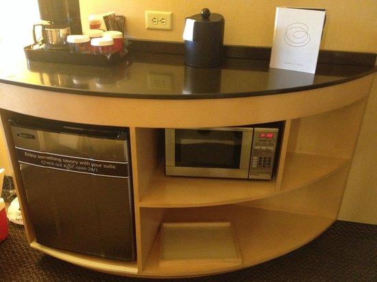 Cambria hotel & suites : mini fridge and microwave