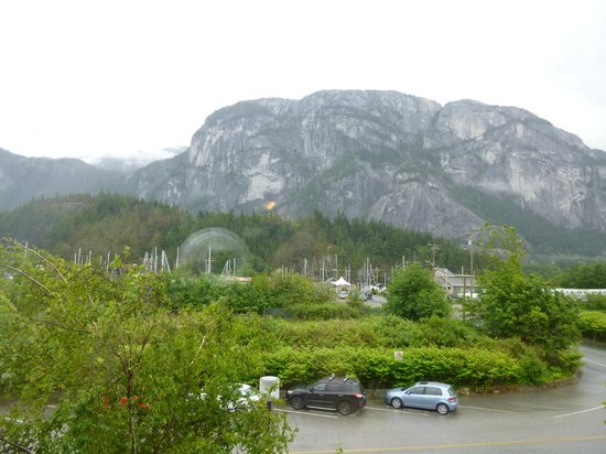 The Howe Sound Inn & Brewing Co.: The view from our room on a rainy morning.