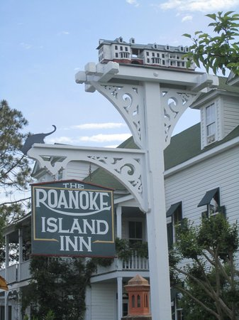 Roanoke Island Inn: Inn sign