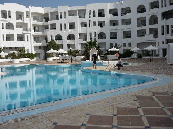 Yasmine Beach Resort : piscine