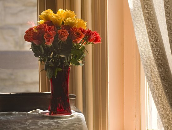 Peter Herdic House Restaurant: Fresh flowers daily