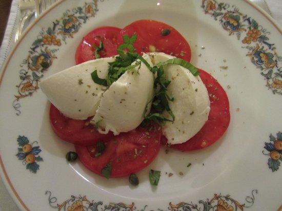 Cantinetta Antinori: Caprese Salad