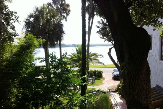 Black Dolphin Inn: The view from the other balcony.