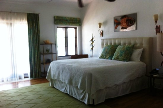 Black Dolphin Inn: Our bright, airy room,