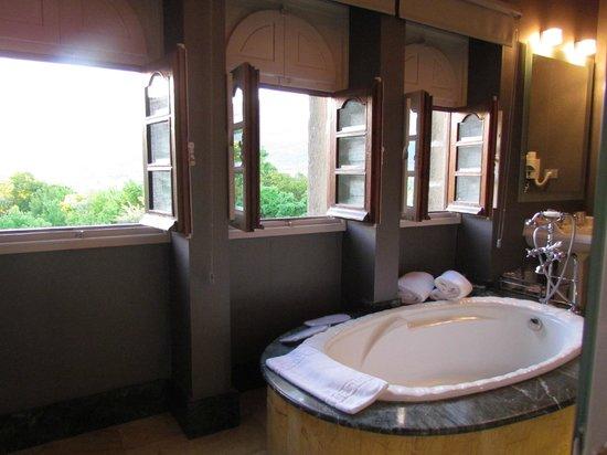 Hotel Castillo El Collado: Even the bathroom had views... (Shower was awesome also)