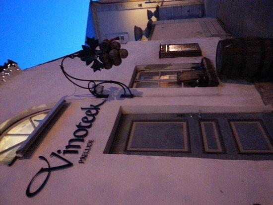 Vinoteek Prelude: vinoteek by night