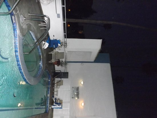 The Kinney : Small pool and hot tub
