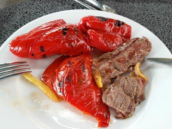 La casa del Vino : carne con los pimientos rojos
