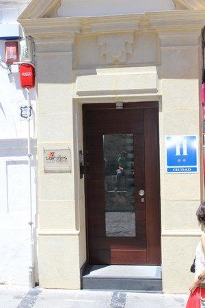 Hotel Boutique Caireles: Puerta del Hotel
